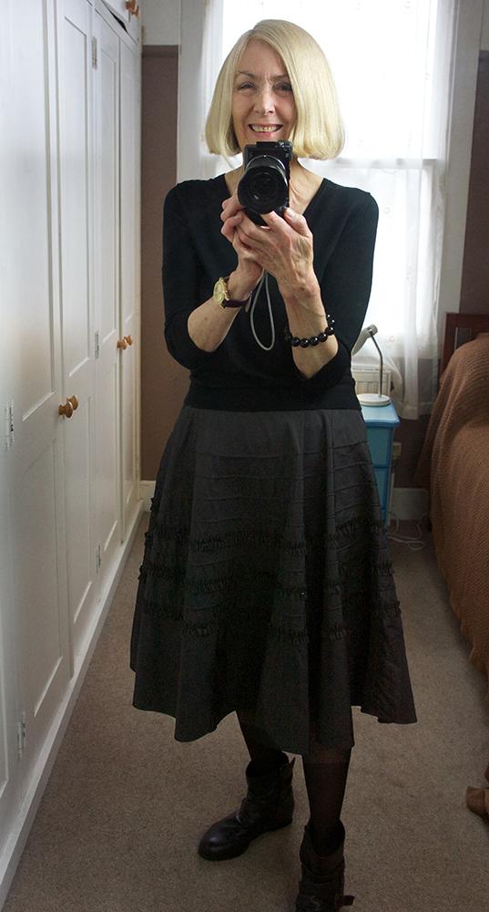 Black skirt 02